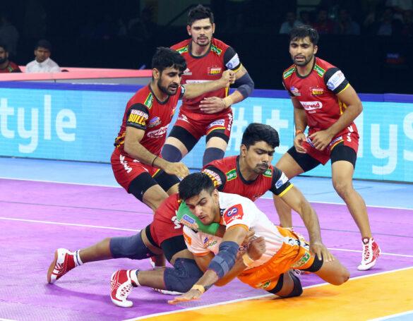 वीवो प्रो कबड्डी सीज़न-7: 51वें मैच में पुनेरी पलटन ने बेंगलुरू बुल्स को 31-23 से दी मात 1