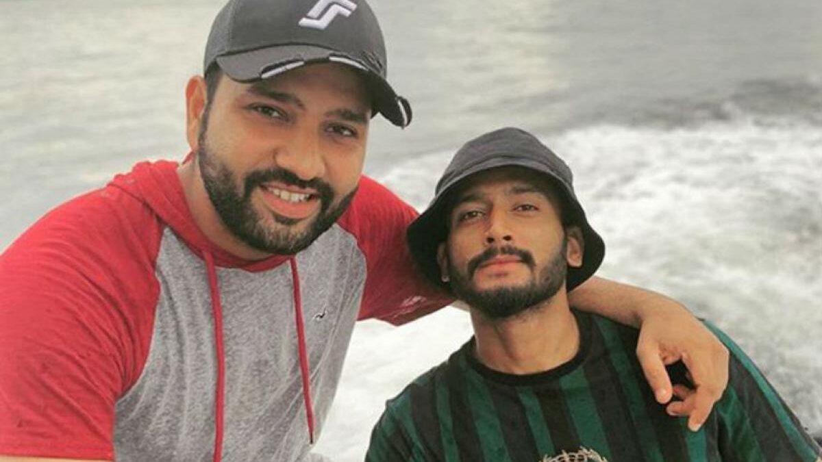भारतीय क्रिकेटर बने टार्जन, दिखाई पानी में अपनी-अपनी कलाकारी