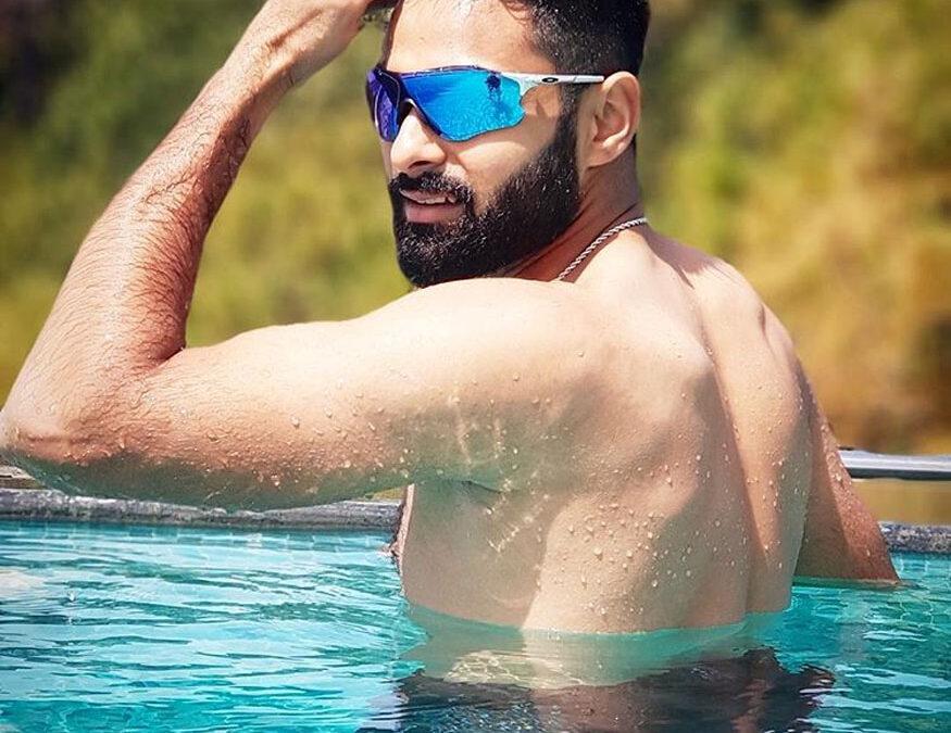 इंजीनियरिंग छोड़ क्रिकेटर बना यह भारतीय, आज दिग्गजों पर पड़ रहा है भारी