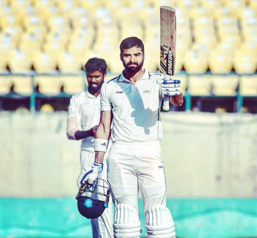 इंजीनियरिंग छोड़ क्रिकेटर बना यह भारतीय, आज दिग्गजों पर पड़ रहा है भारी 3