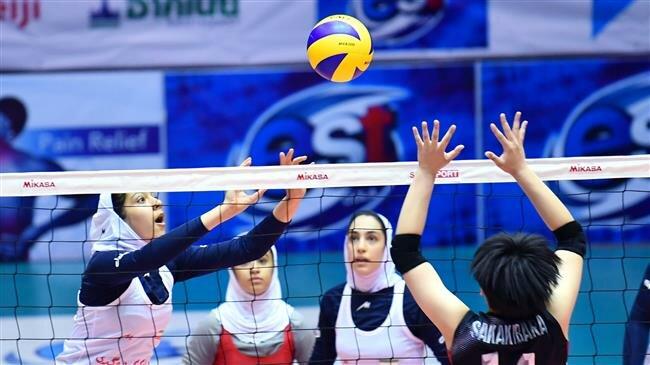 धर्म के कानून का दिखा प्रभाव, ईरान की टीम ने जीत के बाद कोच से नहीं, क्लिपबोर्ड से मिलाया हाथ