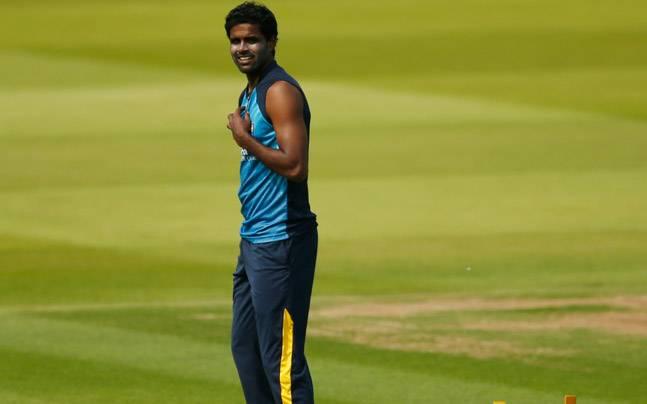 टेस्ट, वनडे और टी-20 करियर के अपने पहले ही ओवर में विकेट लेने वाला एकमात्र गेंदबाज 2