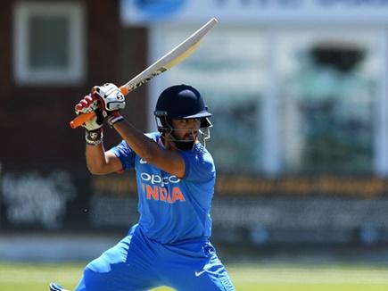 WI vs IND: 3rd ODI: ऋषभ पंत के फ्लॉप शो के बाद भड़के भारतीय, पंत को बाहर कर इस खिलाड़ी को टीम में शामिल करने की उठी मांग 1