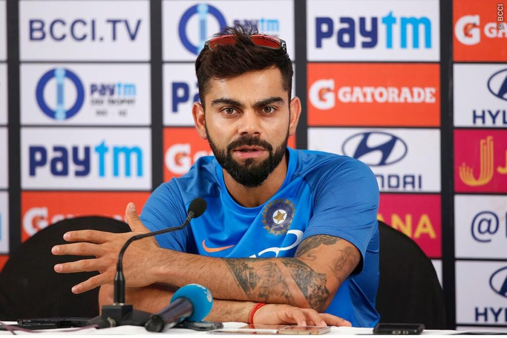 IND vs WI: मैच से पहले एक हाथ में छतरी और एक में बल्ला पकड़कर आखिर क्या कर रहे हैं रोहित शर्मा? 2
