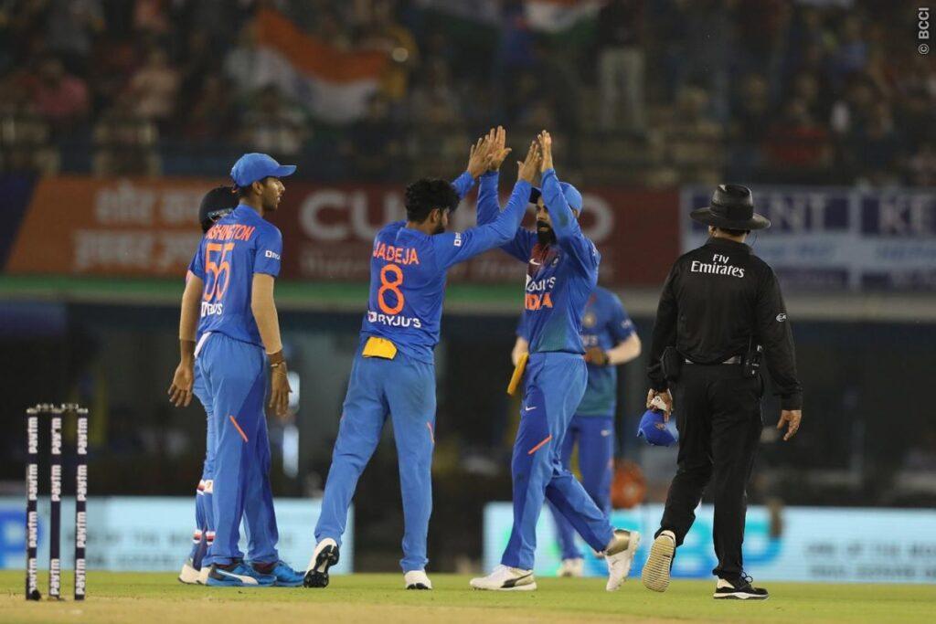 INDvsSA, दूसरा टी-20: विराट कोहली की बेहतरीन बल्लेबाजी से भारत ने 7 विकेट से जीता मुकाबला 2