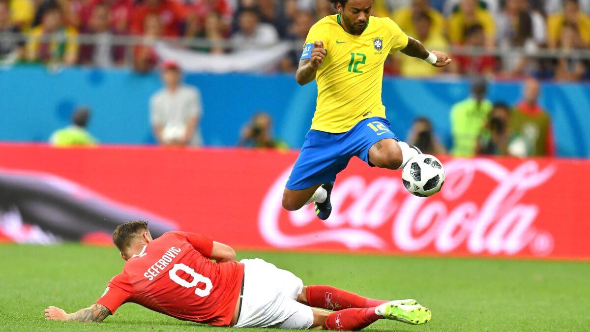 फुटबॉल मैच के दौरान हुआ बड़ा हादसा, फुटबॉल प्रशंसक गिरा 40 फीट की ऊंचाई से