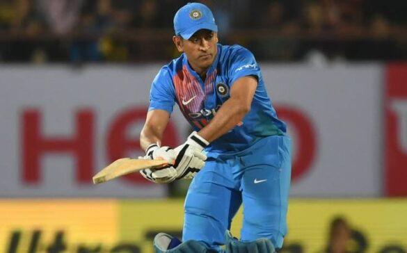 भारत के इस दिग्गज खिलाड़ी ने महेन्द्र सिंह धोनी को अब टी-20 फॉर्मेट के लिए माना अनफिट, कही ये चौंकाने वाली बात 15