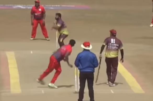 WATCH: क्रिकेट का सबसे मजेदार वाइड, पॉइंट के ऊपर से गई बाउंड्री के बाहर 17