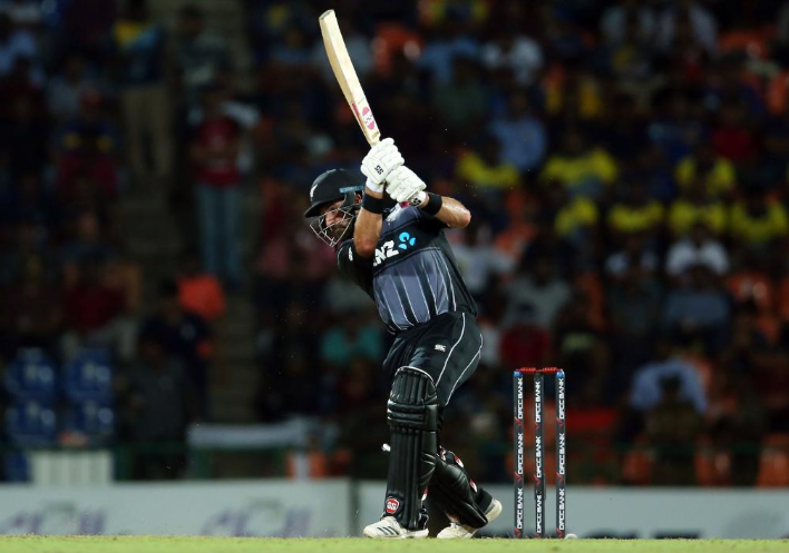श्रीलंका के खिलाफ टी-20 सीरीज में विस्फोटक बल्लेबाजी के बाद आरसीबी फैंस ने कॉलिन डी ग्रैंडहोम को किया ट्रोल