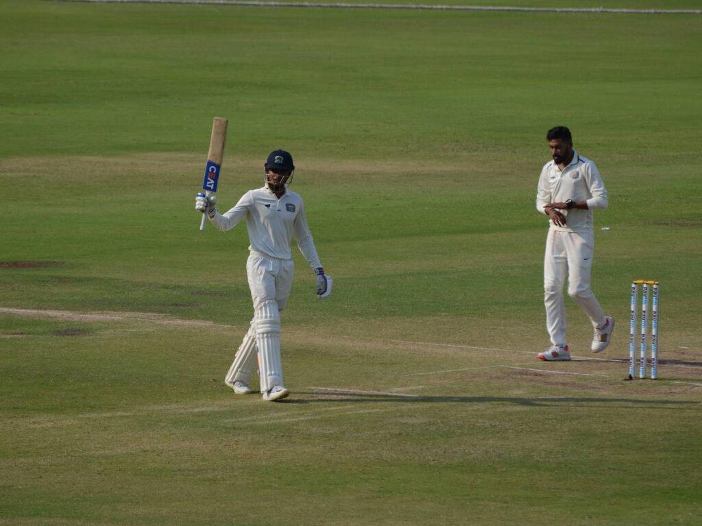 IND A vs SA A: शार्दुल ठाकुर की गेंदबाजी और शुभमन गिल के अर्धशतक से मजबूत स्थिति में इंडिया ए 3