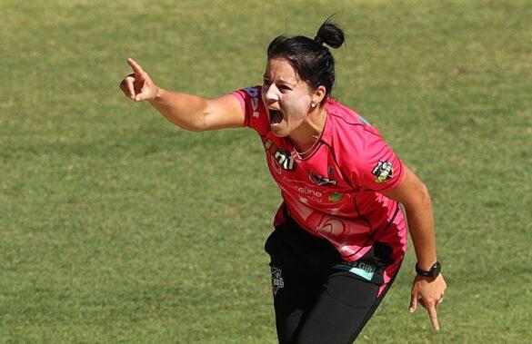 महिला बिग-बैश लीग में सिडनी सिक्सर्स की इस गेंदबाज ने किया बड़ा कारनामा 19