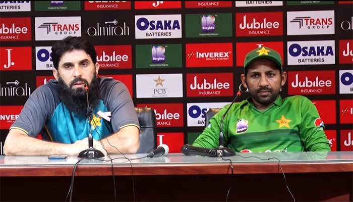 मिस्बाह ने पत्रकार से कहा आप मुझे गोली मार देंगे अगर मैं उसे T20Is के लिए चुना, कप्तान सरफराज अहमद का रिएक्शन देख नहीं रुकेगी हंसी