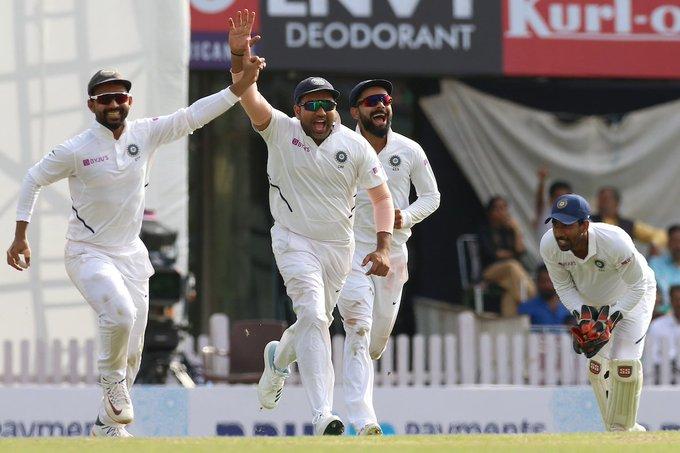 रांची टेस्ट में भारतीय टीम अब जीत से 2 विकेट दूर, सोशल मीडिया पर फैन्स ने की गेंदबाजो की तारीफ