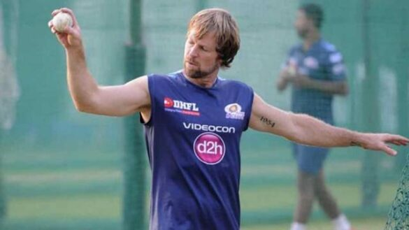 किंग्स इलेवन पंजाब ने जोंटी रोड्स को बनाया फील्डिंग कोच, ये बने बल्लेबाजी व गेंदबाजी कोच 11
