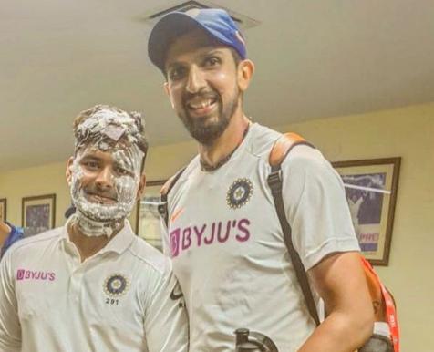 टीम इंडिया के ड्रेसिंग रूम में ऋषभ पंत पर विराट कोहली की टीम ने किया हमला, देखें तस्वीरें 1