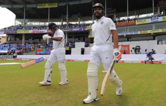 INDvSA, पहला टेस्ट: रोहित शर्मा और मयंक अग्रवाल ने मैदान पर उतरते ही की 47 साल पुराने रिकॉर्ड की बराबरी 8