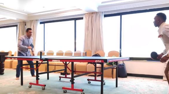 महेंद्र सिंह धोनी ने टेबल टेनिस में अपने स्मैश से सभी को किया अचंभित, देखें वीडियो 12