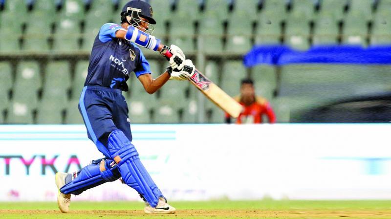 यशस्वी जायसवाल ने 203 रनों की पारी  खेलकर बनाये 8 बड़े रिकॉर्ड, ऐसा करने वाले एकलौते खिलाड़ी 2