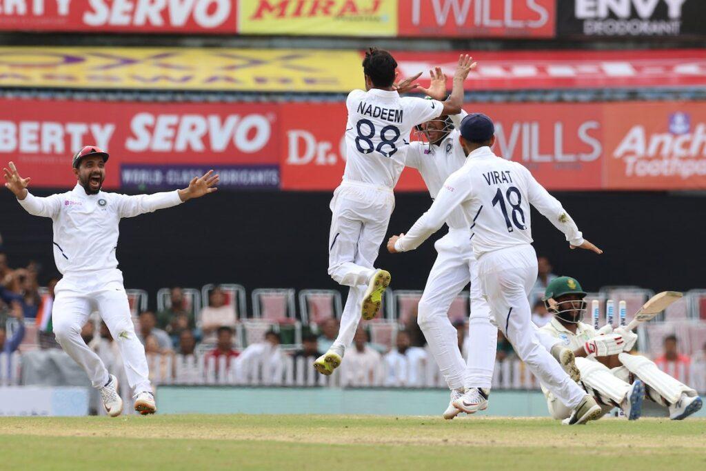 रांची टेस्ट में भारतीय टीम अब जीत से 2 विकेट दूर, सोशल मीडिया पर फैन्स ने की गेंदबाजो की तारीफ 2