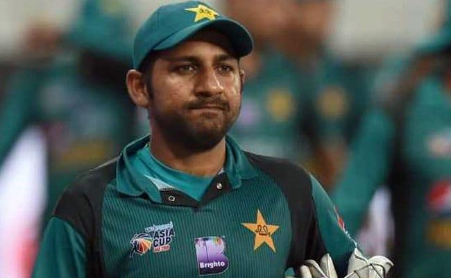 सरफराज अहमद को पाकिस्तान टीम से निकाले जाने के बाद पत्नी ने धोनी को लेकर कही ये बात 1