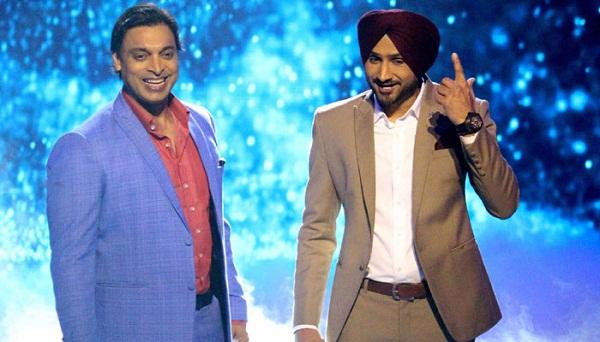 हरभजन सिंह ने शोएब अख्तर का उड़ाया मजाक, सोशल मीडिया पर भारतीयों ने दिया साथ