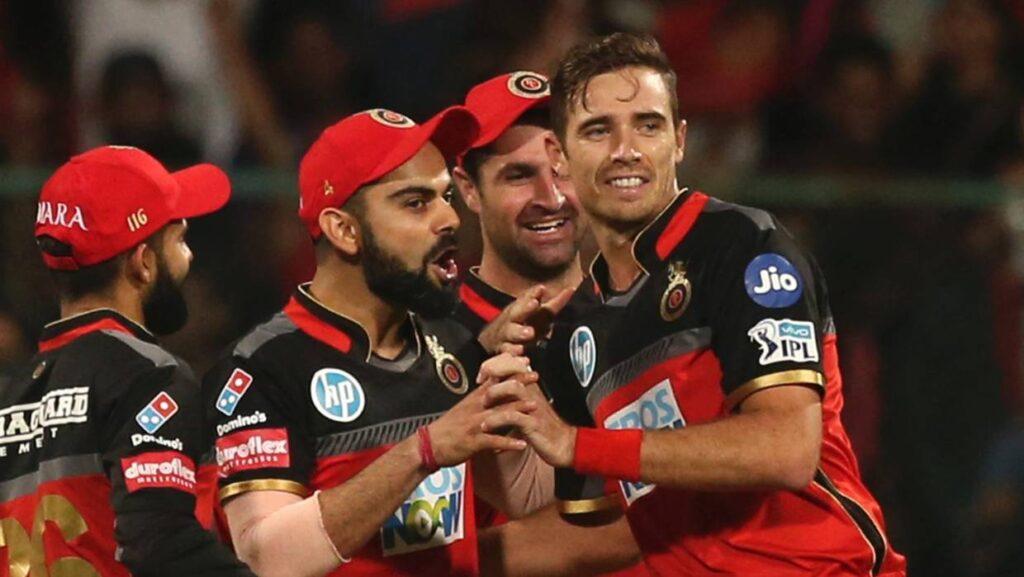 रॉयल चैलेंजर्स बैंगलोर की टीम ने एक बार फिर विराट कोहली को कप्तान बनाया, सोशल मीडिया पर फूटा लोगों का गुस्सा 1