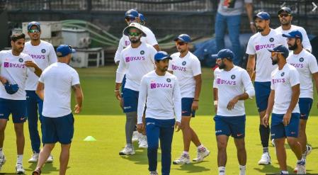 PHOTOS : भारतीय टीम ने प्रैक्टिस में बहाया पसीना, रवि शास्त्री ने इन खिलाड़ियों पर रखी कड़ी नजर 4