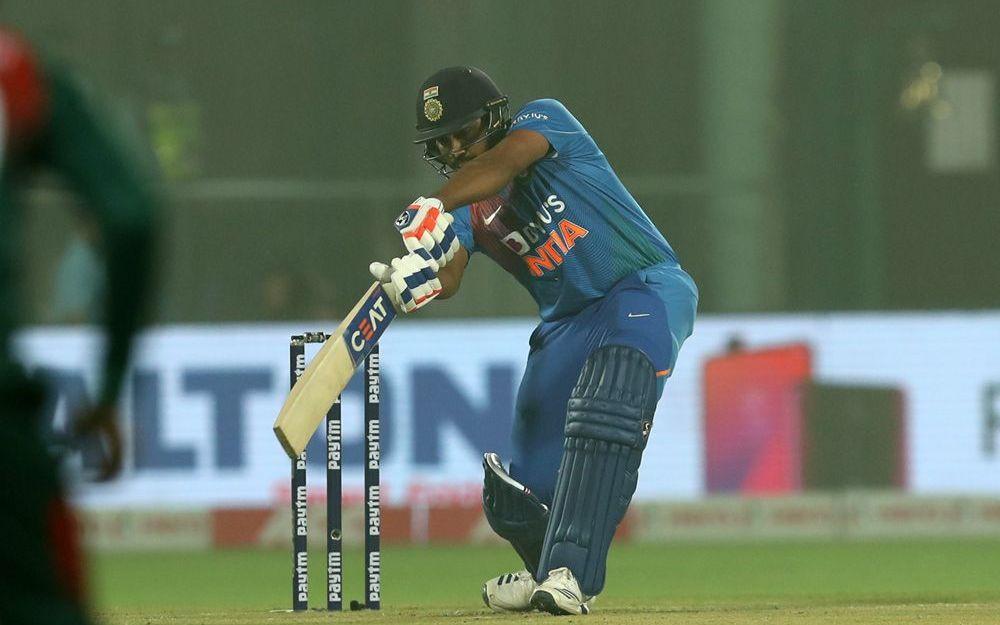 INDvBAN: विराट कोहली का रिकॉर्ड तोड़ पहले ही ओवर में आउट हुए रोहित शर्मा, देखें वीडियो 3