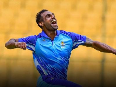 वीडियो : अभिमन्यु मिथुन ने रच दिया इतिहास, एक ओवर में ही ले लिए 5 विकेट 2