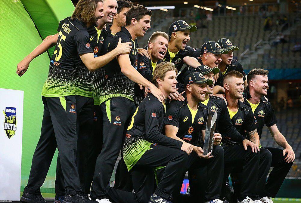 AUSvPAK, तीसरा टी-20: 10 विकेट से मुकाबला जीतकर ऑस्ट्रेलिया ने सीरीज अपने नाम किया