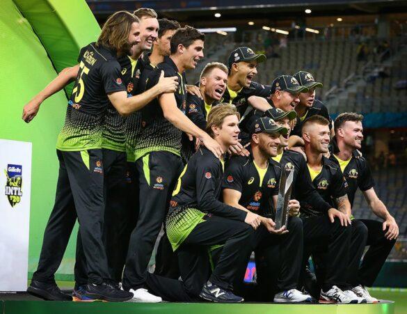 AUSvPAK, तीसरा टी-20: 10 विकेट से मुकाबला जीतकर ऑस्ट्रेलिया ने सीरीज अपने नाम किया 13