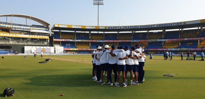 INDvsBAN : इंदौर टेस्ट का पहला सेशन रहा भारत के नाम, गेंदबाजो ने किया शानदार प्रदर्शन 3