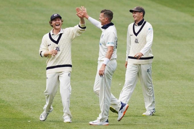 VIDEO: ऑस्ट्रेलियाई कप्तान आरोन फिंच को सिर पर लगी गेंद, मैदान छोड़कर जाना पड़ा बाहर 2
