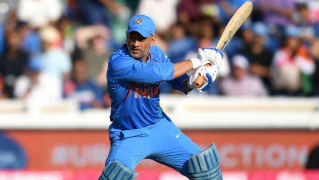 वनडे क्रिकेट में महेन्द्र सिंह धोनी हैं 5 स्थानों पर शतक लगाने वाले एकलौते बल्लेबाज 2