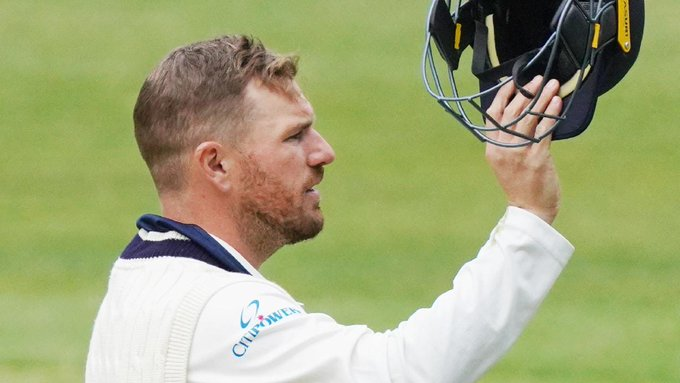 VIDEO: ऑस्ट्रेलियाई कप्तान आरोन फिंच को सिर पर लगी गेंद, मैदान छोड़कर जाना पड़ा बाहर
