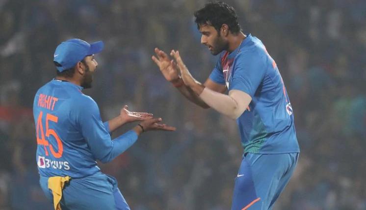शिवम दुबे ने बताया तीसरे मैच के दौरान रोहित शर्मा ने सबको बुलाकर डांटते हुए कही थी ये बात 3