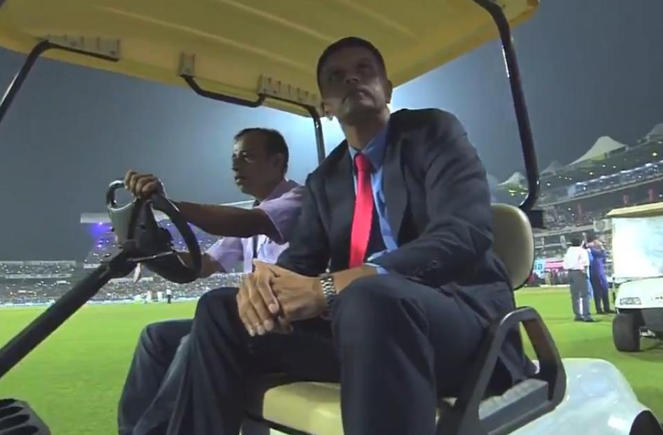 भारतीय क्रिकेट के बड़े दिग्गजों ने ईडन गार्डन्स में दर्शकों का अभिवादन स्वीकार किया, देखें वीडियो 1