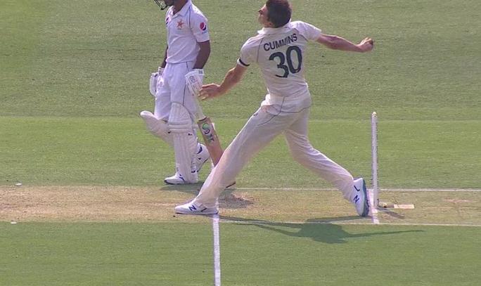 AUSvPAK: माइकल गॉफ का एक और विवादित फैसला, नो बॉल पर बल्लेबाज को दिया आउट 1