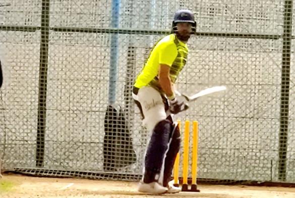टी-10 टूर्नामेंट से पहले अभ्यास करने धोनी की एकेडमी में पहुंचे युवराज सिंह, देखें वीडियो 6