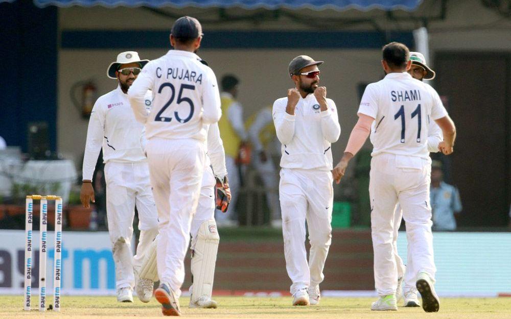 इंदौर टेस्ट में बांग्लादेश को हराने के बाद इस खास फैन से मिले विराट कोहली जीता सभी का दिल, देखें तस्वीर 3