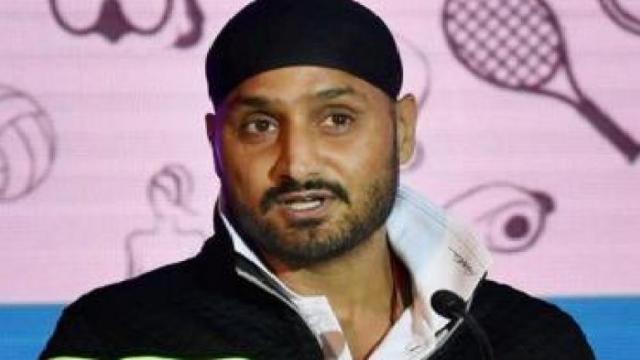 हरभजन सिंह ने इस खिलाड़ी को माना मनीष पाण्डेय और संजू सैमसन से बेहतर नंबर 6 का विकल्प