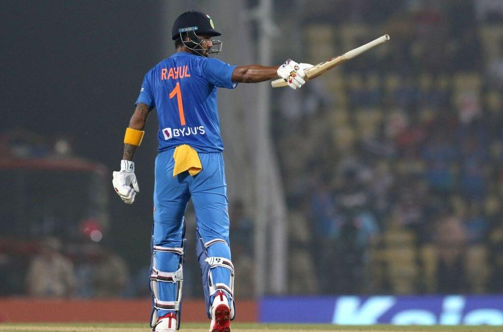 तीसरे टी-20 के दौरान लड़की ने किया केएल राहुल को प्रपोज, देखें वीडियो