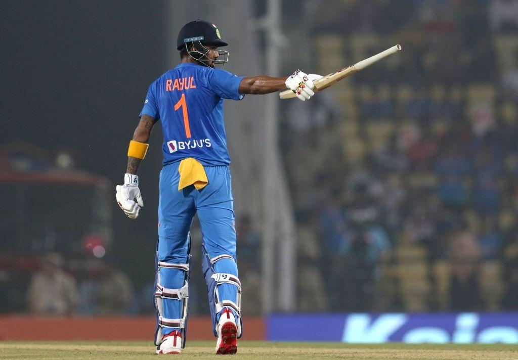 29 गेंदों में 32 रनों की धीमी पारी के बाद शिखर धवन के विरोध में उतरे गौतम गंभीर, टीम से बाहर करने की उठाई मांग 3
