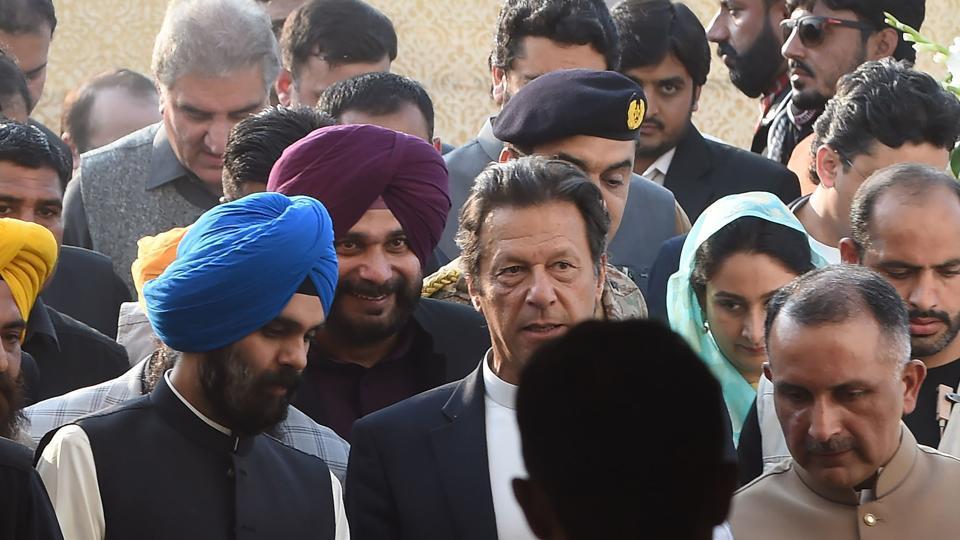 पाकिस्तान ने नवजोत सिंह सिद्दू का मजाक उड़ाया, कहा प्यार के कारण हमारे खिलाफ कभी नहीं लगाया शतक