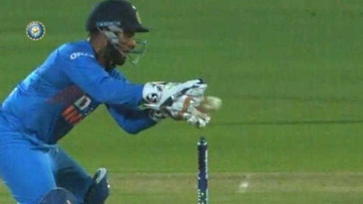 तीसरे टी20 मैच से पहले रोहित शर्मा ने ऋषभ पंत के आलोचकों को दिया करारा जवाब, कहा-छोड़ दो उसे अकेला 2
