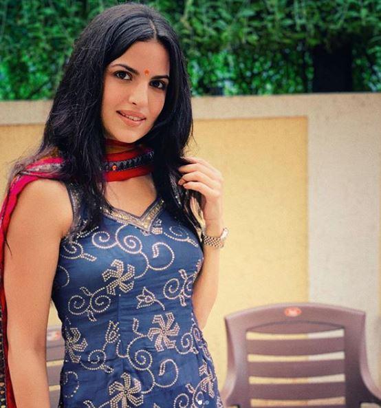हार्दिक पंड्या से सगाई के बाद जल्द ही शादी करने वाली हैं नताशा स्टेनकोविक, देखें स्विमिंग सूट में बेहद हॉट तस्वीरें 18