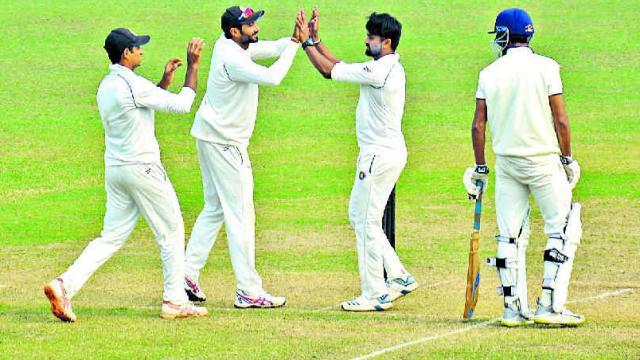 झारखंड की टीम ने रणजी ट्रॉफी में रचा इतिहास, फॉलोऑन के बाद भी दर्ज की जीत 3