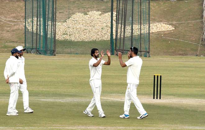 रणजी ट्रॉफी, ग्रुप सी-प्लेट: दूसरे दिन का राउंड अप, युवा गेंदबाज ने पारी में लिए 9 विकेट