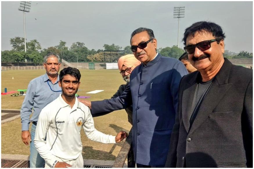 भारतीय क्रिकेट में आया वीरेन्द्र सहवाग जैसा बेखौफ बल्लेबाज, डेब्यू पर जड़ा तूफानी दोहरा शतक 3