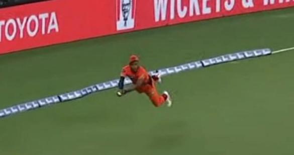 VIDEO : बीबीएल में क्रिस जॉर्डन ने लिया हैरतंगेज कैच, देखने लायक था बल्लेबाज का रिएक्शन 34